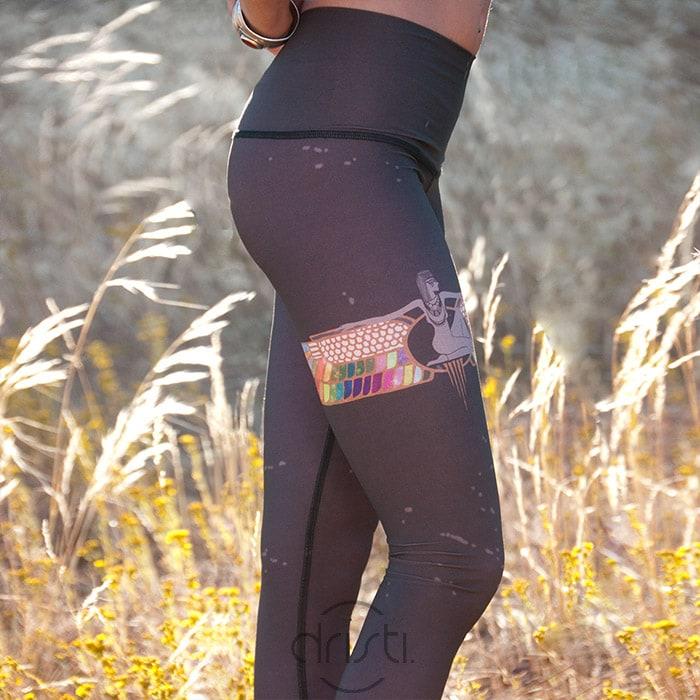 Teeki rainbowpriestess coffee print dristi - WINACTIE | Yogakleding van webshop Dristi.nl + win een yogalegging! (gesloten)