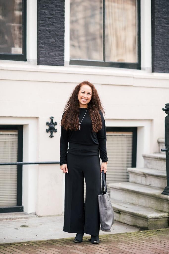 Fair fashion outfit | zwarte basics met zilveren sieraden van Julia Otilia