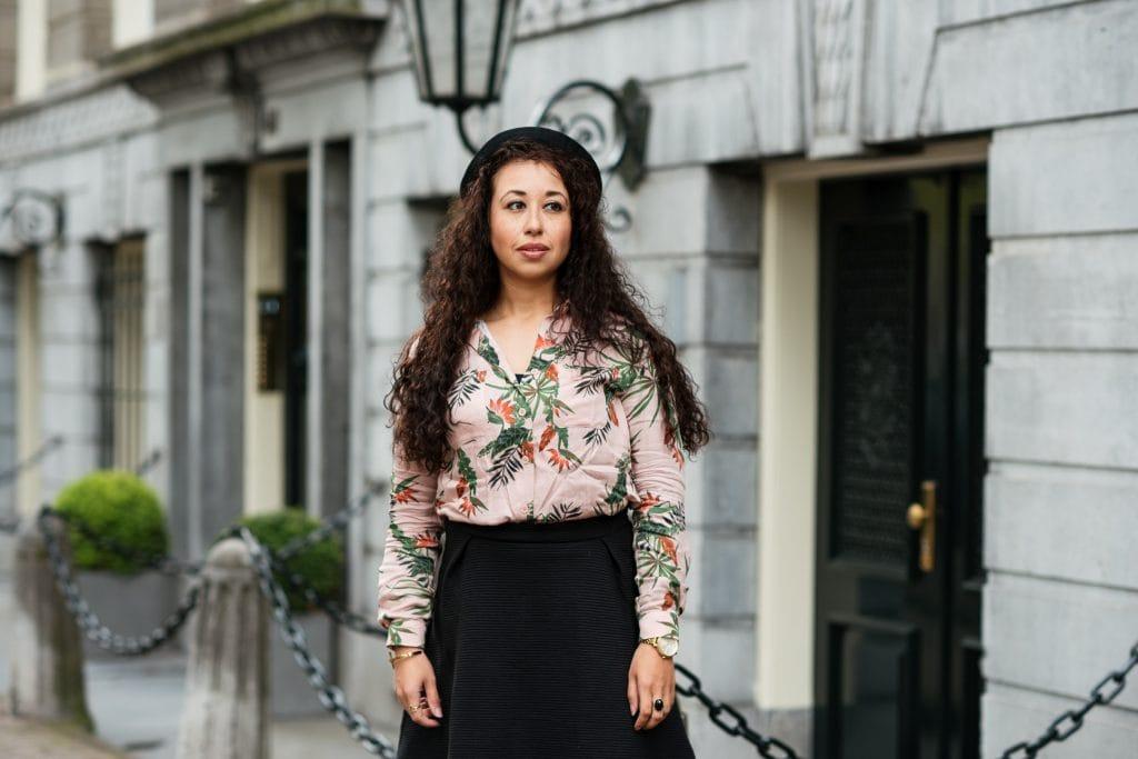 Hailey 04 1 - Fair fashion outfit | Fleurige rose blouse met bio-katoenen rok van webshop watMooi (+ kortingscode)