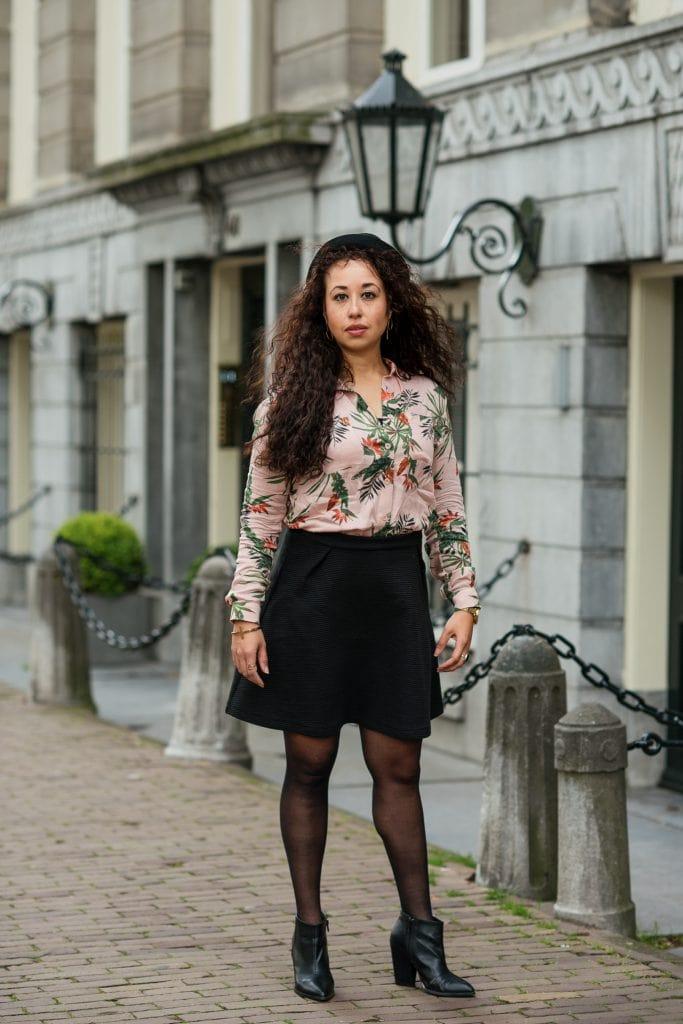 Hailey 10 - Fair fashion outfit | Fleurige rose blouse met bio-katoenen rok van webshop watMooi (+ kortingscode)