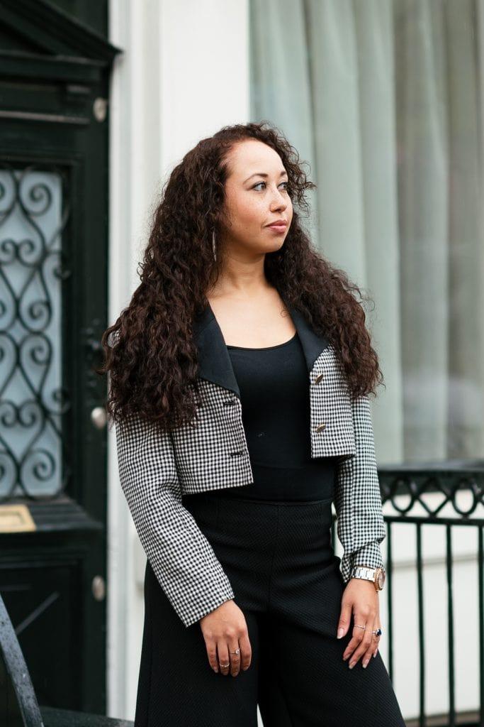 Hailey 03 1 - Fair fashion outfit || Zwart-witte vintage blazer met zwarte designer broek