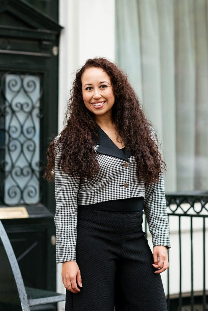 Hailey 04 2 - Fair fashion outfit || Zwart-witte vintage blazer met zwarte designer broek