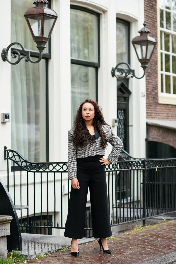 Hailey 09 1 - Fair fashion outfit || Zwart-witte vintage blazer met zwarte designer broek