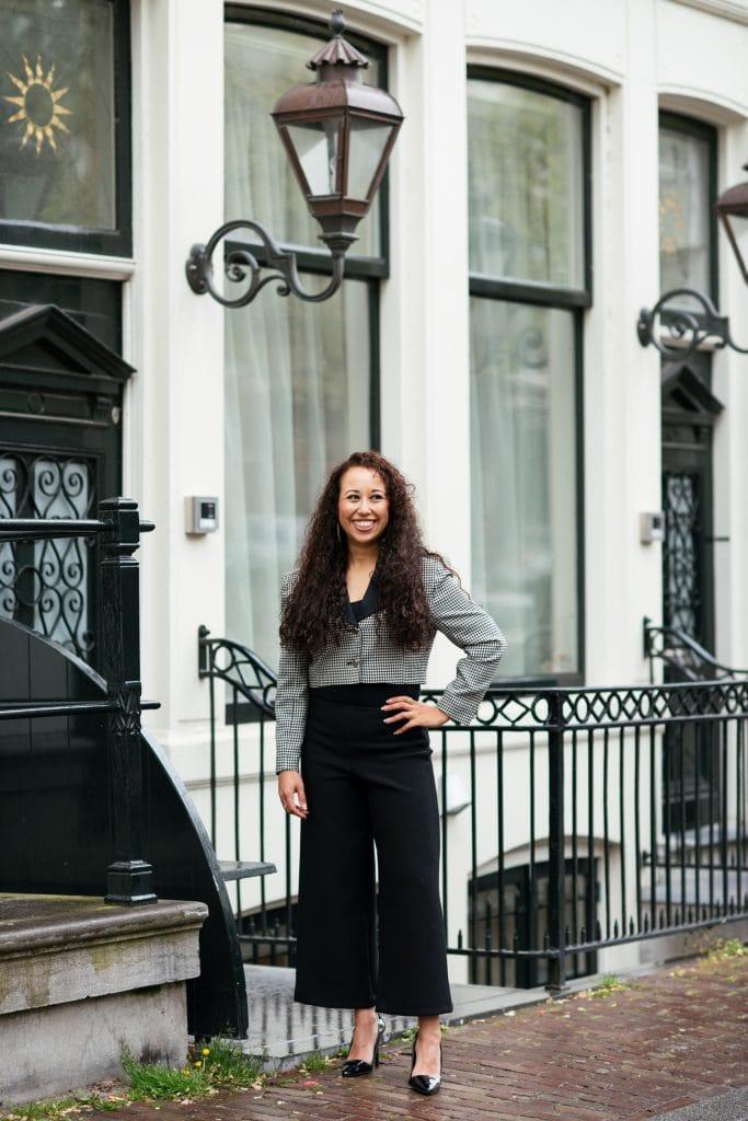 Hailey 10 - Fair fashion outfit || Zwart-witte vintage blazer met zwarte designer broek