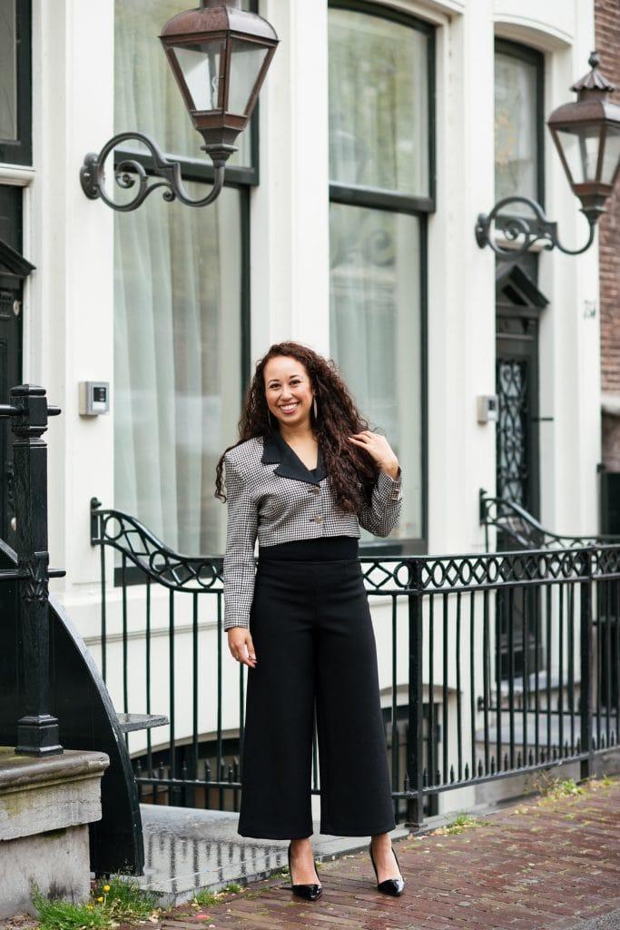 Hailey 12 1 - Fair fashion outfit || Zwart-witte vintage blazer met zwarte designer broek