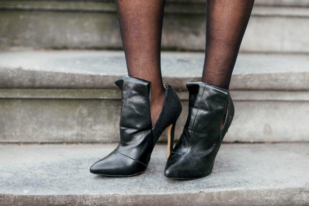 Hailey 13 - Fair fashion outfit | Groene vintage top, basic rok en killer heels!