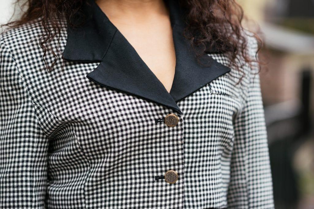 Hailey 14 1 - Fair fashion outfit || Zwart-witte vintage blazer met zwarte designer broek