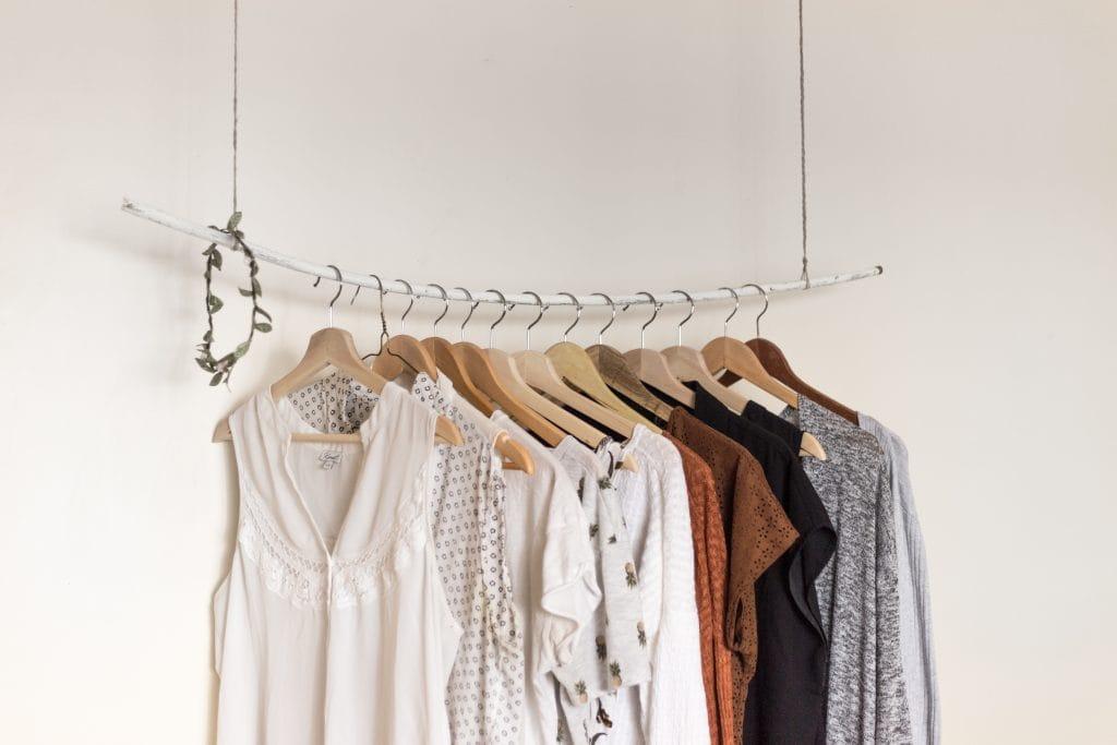 Capsule wardrobe: wat is het, wat zijn de voordelen en is het wat voor mij?