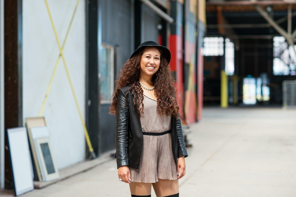 Bij deze fair fashion outfit laat ik je zien hoe ik een nieuwe outfit heb gecreerd door nieuwe combinaties te maken. Daarbij draag ik ook sieraden van het fair trade sieradenmerk fairbeads