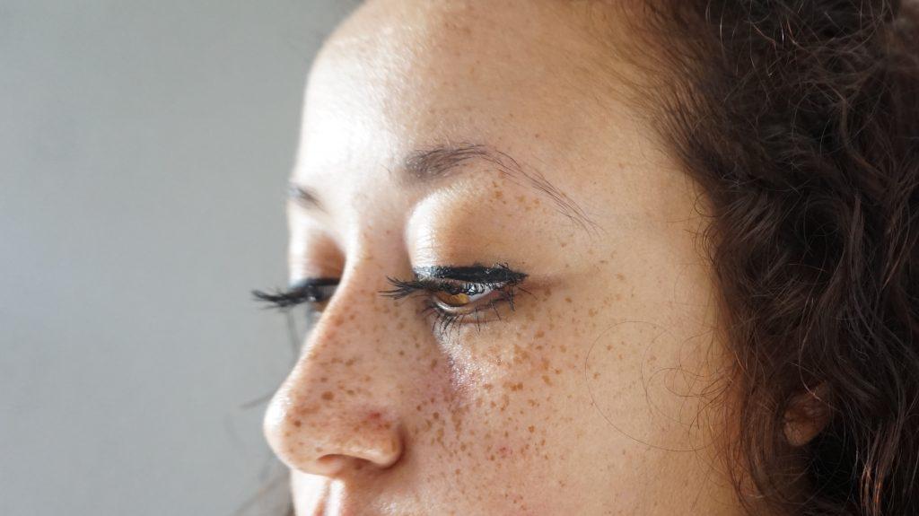 """Vollere wenkbrauwen door het wenkbrauwserum """"Beautiful Brow"""" van Biomed Organics"""