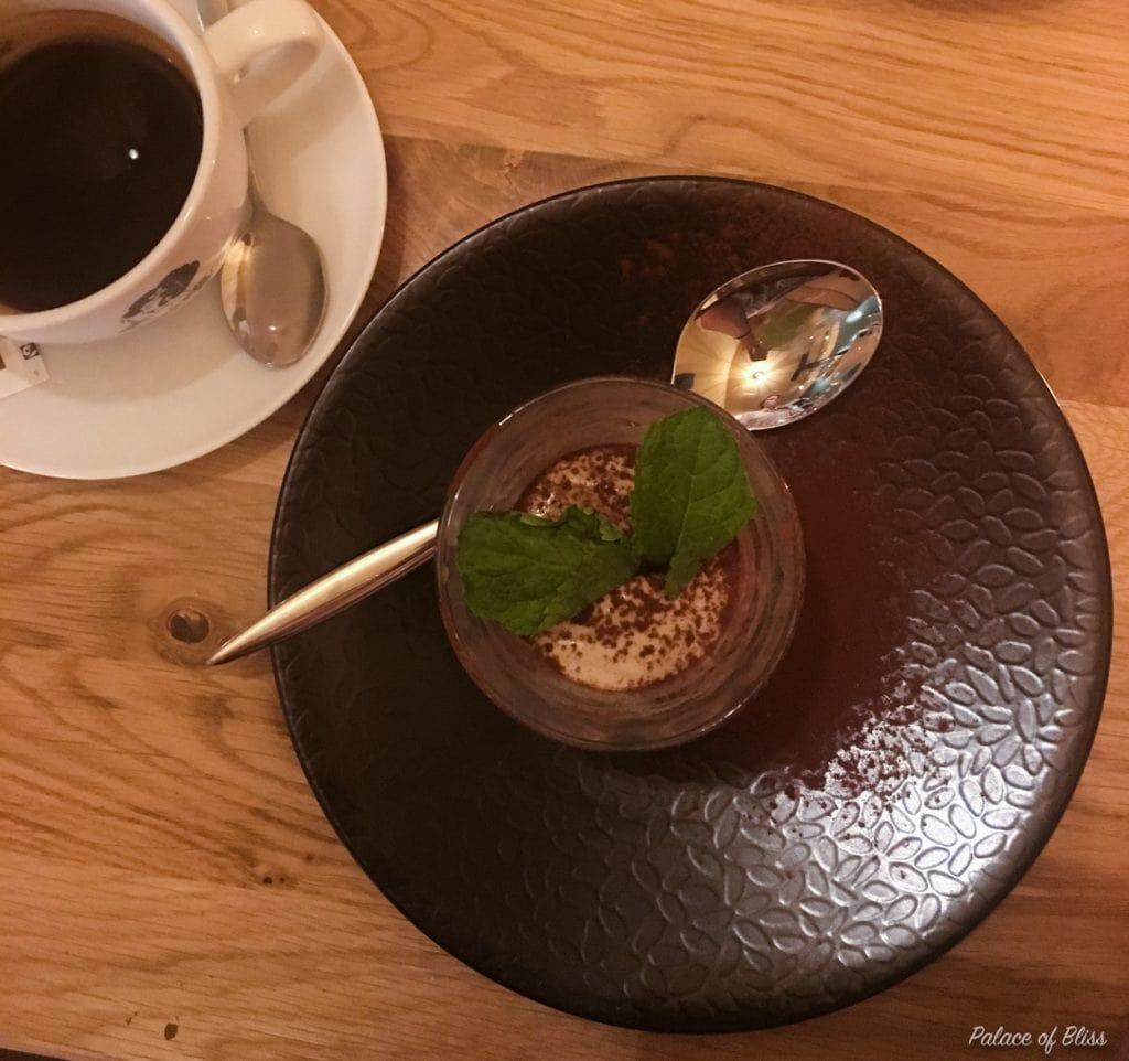 In Amsterdam is onlangs een nieuw vegan restaurant geopend: Mr & Mrs. Watson. In dit artikel lees je hoe ik deze plant based food bar heb ervaren.