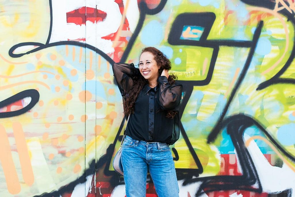 Fair fashion outfit | Tweedehands blouse, levi jeans, Matt & Nat tas