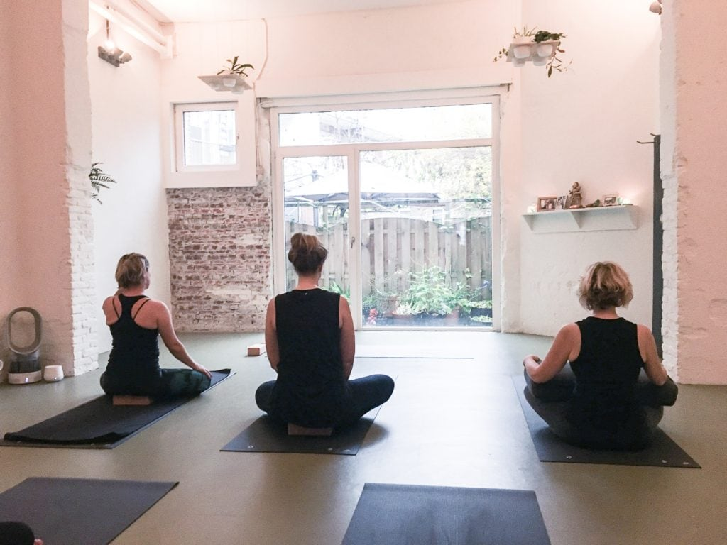 Space yogastudio amsterdam west 7 palace of bliss for Garderobe yoga