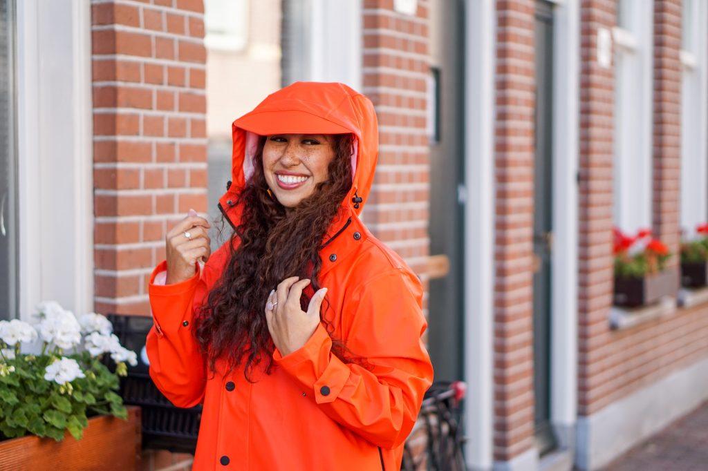 Maium regenjas 4 - Fair fashion outfit: kleurrijke & stijlvolle regenjas van Maium