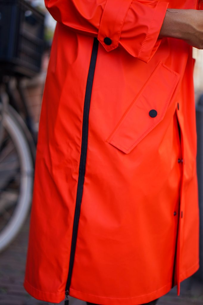Maium regenjas 6 - Fair fashion outfit: kleurrijke & stijlvolle regenjas van Maium