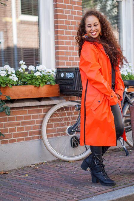 Fair fashion outfit: kleurrijke & stijlvolle regenjas van Maium