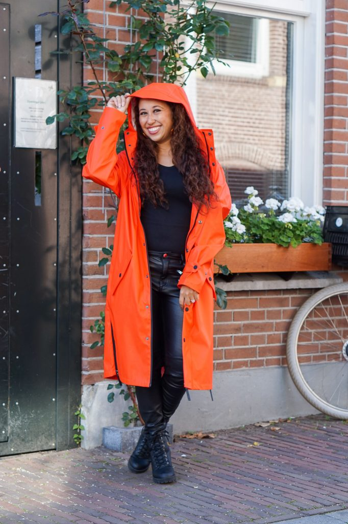 Maium regenjas 9 - Fair fashion outfit: kleurrijke & stijlvolle regenjas van Maium
